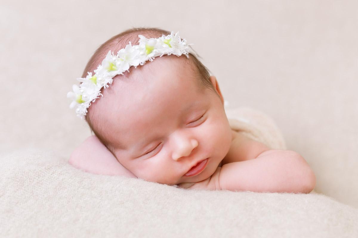 Ailish 4 weeks old newborn photography perth